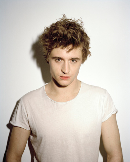 Max-Irons20